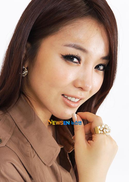 A nous les petites coréennes ! - Page 3 Hong_Jin_Young11